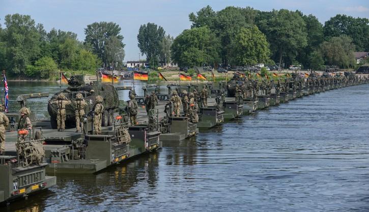 Rekordowy most pontonowy Brytyjczyków i Niemców