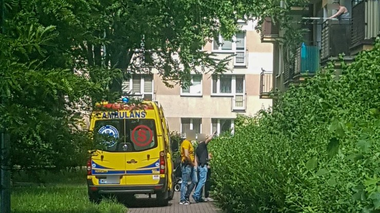 82-latka wypadła z okna na czwartym piętrze. Tragiczny wypadek w Płocku