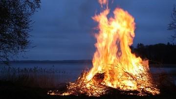 Wybuch podczas rozpalania ogniska. Dwóch turystów zginęło, pięć osób rannych