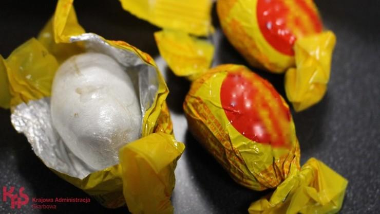 Kokaina w cukierkach warta pół miliona. Przemytniczka złapana na Lotnisku Chopina