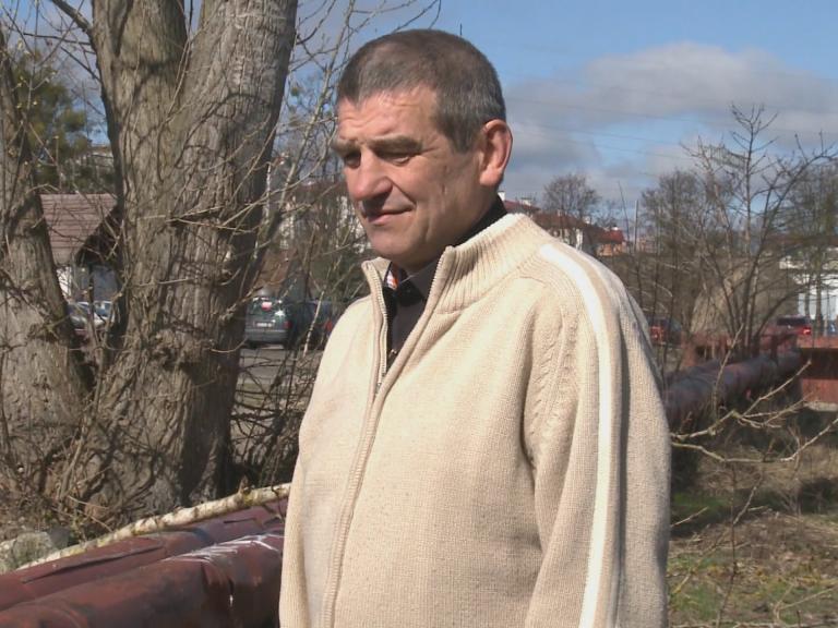 Wyszedł z alkoholizmu i i bezdomności. Urzędnicy wyrzucają go z mieszkania!