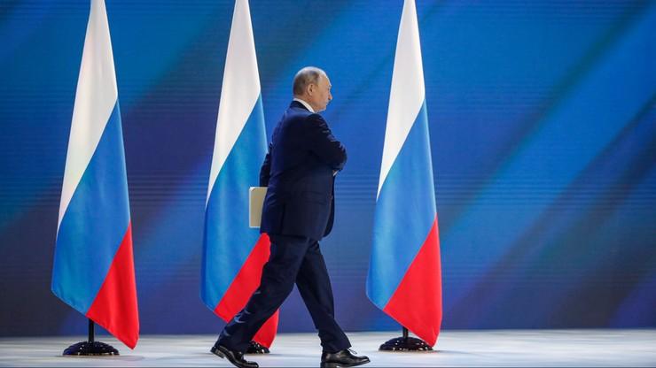 """Putin ostrzega obce państwa przed przekraczaniem """"czerwonych linii"""". """"Odpowiedź będzie surowa"""""""