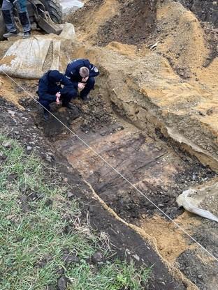 Służby sprawdzają, z której epoki historycznej pochodzą odkryte groby