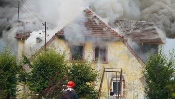 """Pożar domu, wśród poszkodowanych niemowlę. """"Wybiegli tak, jak stali, nie mają nic"""""""