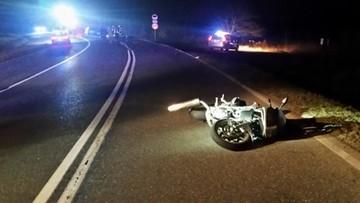 Motocyklista zderzył się czołowo z samochodem. Zginął na miejscu