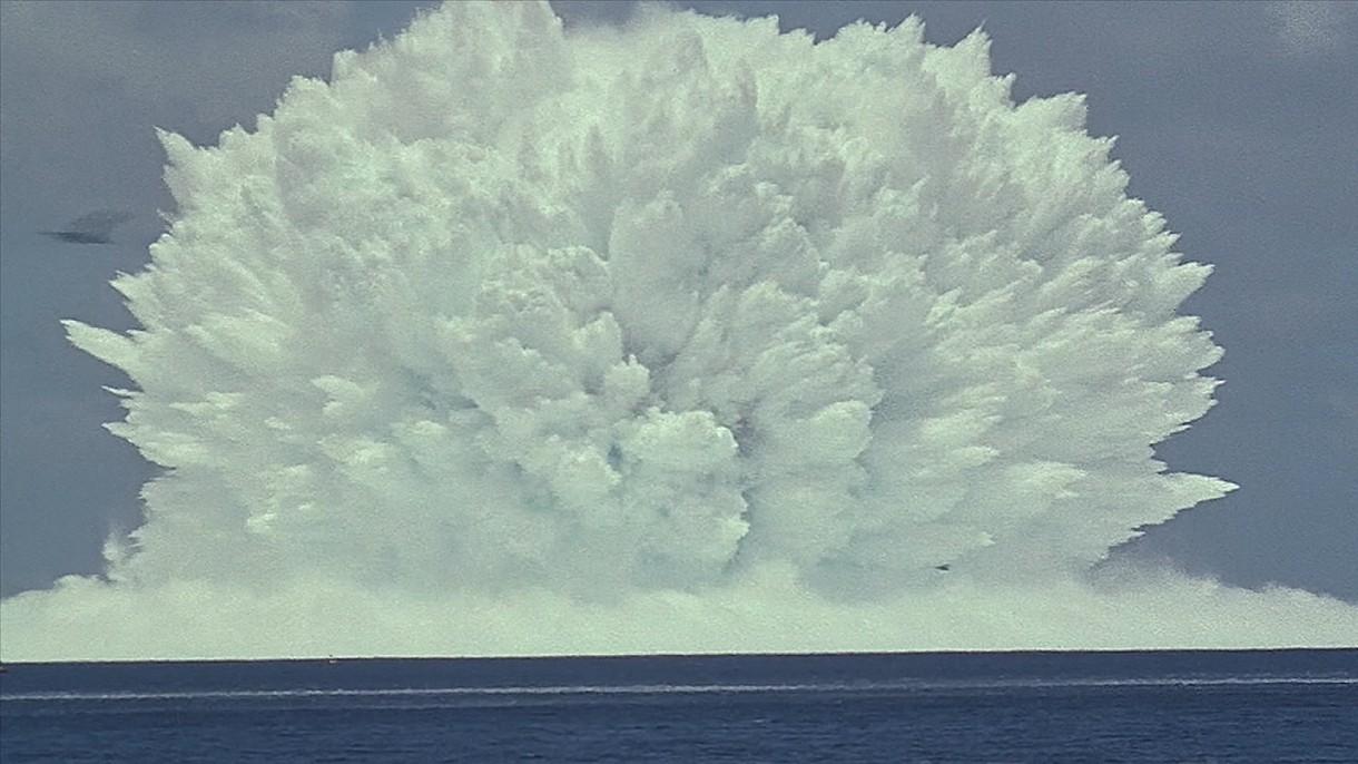 Zobacz podwodną detonację bomby atomowej. Pióropusz pary wzbił się na 410 metrów [WIDEO]