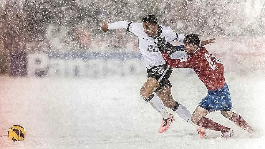 Mecz na śniegu USA-Kostaryka w 2014 roku. Fot. Dustin Bradford / YouTube / HeilRJ Football Channel.