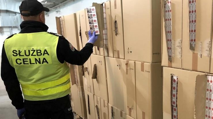 Papierosy za ponad 6 mln zł zamiast ładunku węgla drzewnego. Kontrabanda w litewskim tirze