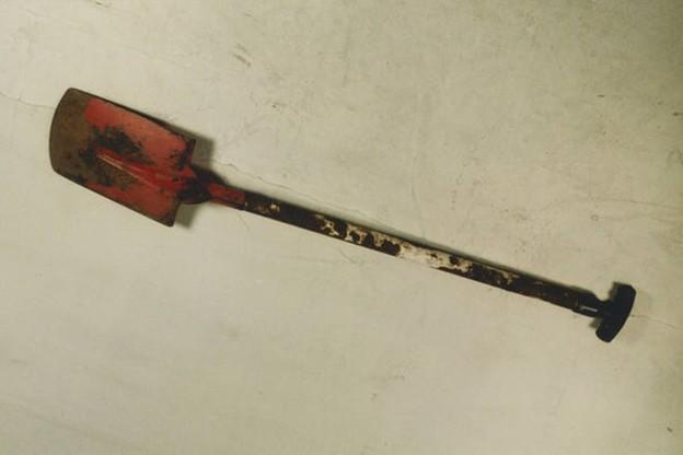 Łopata z charakterystycznym czerwonym czerpakiem