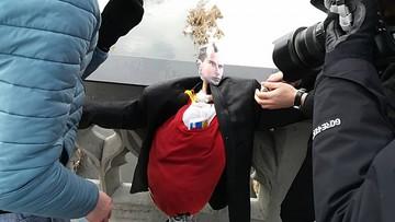 Marzanna z twarzą Bandery. Młodzież Wszechpolska utopiła kukłę w barwach UPA