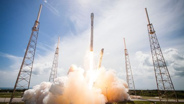 Udane lądowanie rakiety Elona Muska