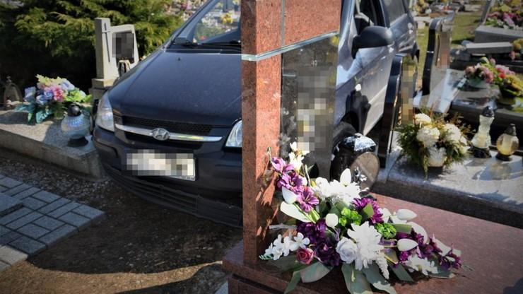 Orzesz. 88-latek wjechał samochodem na cmentarz. Uszkodził ponad 20 nagrobków