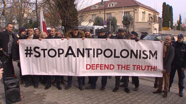 """""""Stop wojnie! Stop antypolonizmowi!"""". Protest pod ambasadą Izraela w Warszawie"""