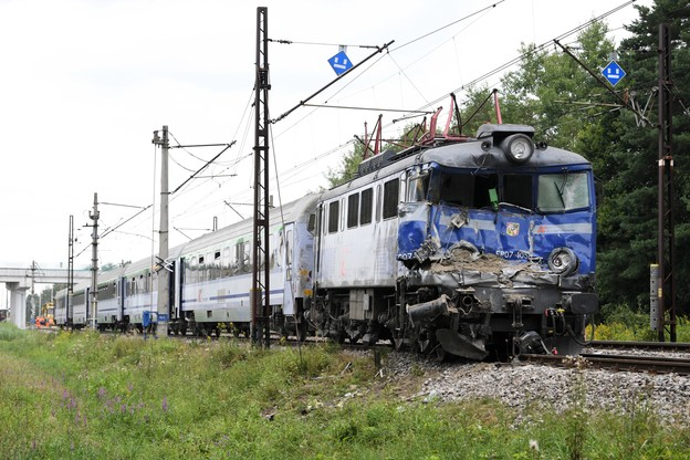 Pociąg po wypadku/PAP/Darek Delmanowicz