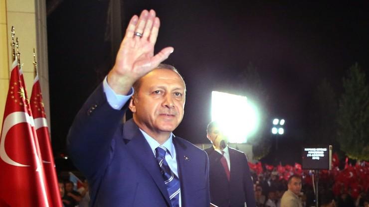 Spektakularny wzrost popularności Erdogana po próbie puczu