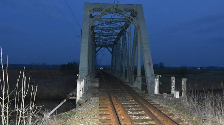 Tarnobrzeg. Chciał zaimponować znajomym. Wdrapał się na most i runął z siedmiu metrów