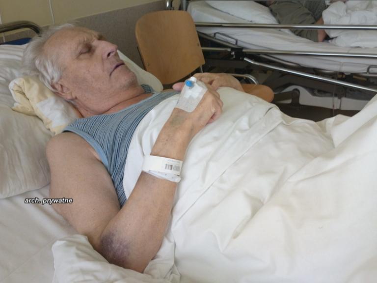 Po operacji lekarze zostawili w brzuchu dwie chusty
