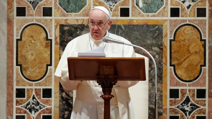 """Papież ochrzcił dzieci w Kaplicy Sykstyńskiej. """"Pozwólcie im płakać i krzyczeć"""""""