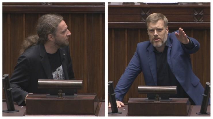 """Spięcie posłów w Sejmie. """"Brunatne ławy"""" kontra """"czerwony komunista"""""""