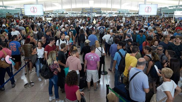 Złe wieści dla podróżujących do Barcelony. Chaos i ogromne kolejki