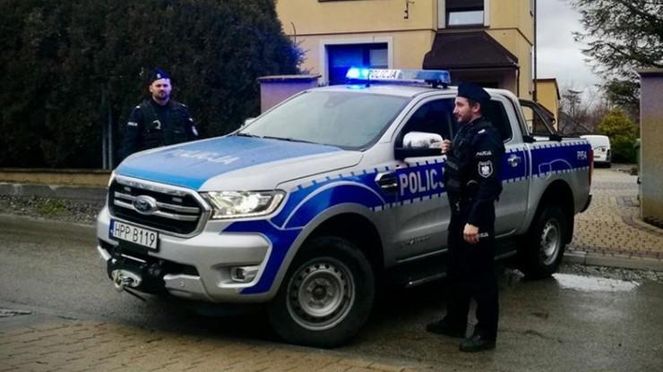 Policjanci wyprowadzili z pożaru troje seniorów