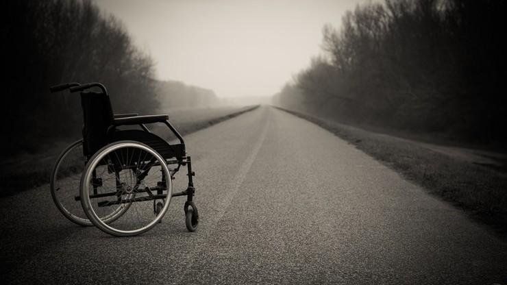 Niepełnosprawny mężczyzna potrącony przez ciężarówkę. Nie udało się go uratować