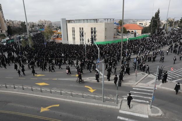 Pogrzeb izraelskiego rabina. 10-tysięczny tłum