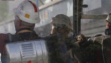 Sygnały z lamp górników w Zofiówce odebrano w rejonie zalanym wodą. Ratownicy będą ją odpompowywać
