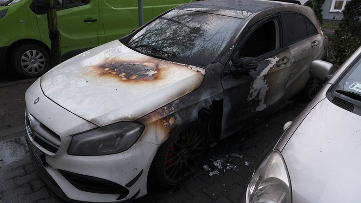 Pożar aut na Nalewkach w Warszawie