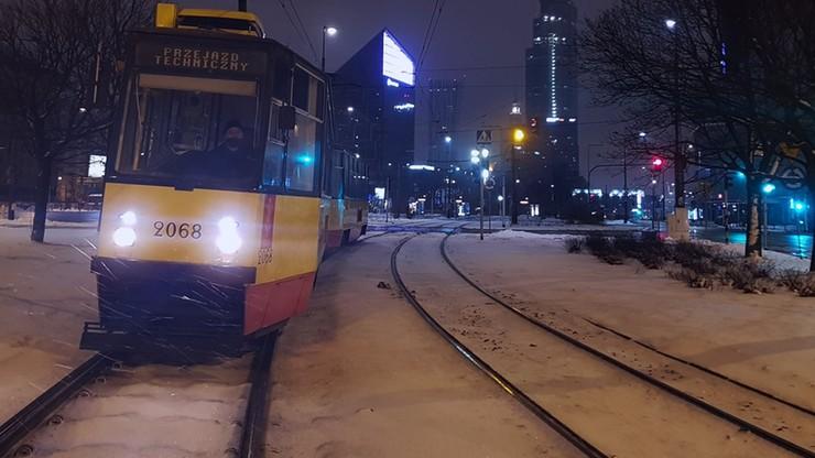 Atak zimy. Warszawa: tramwaje będą jeździć nocą, ale nie zabiorą pasażerów