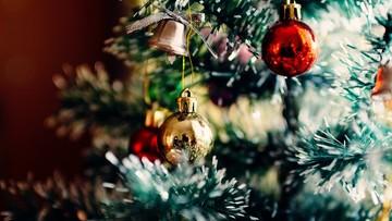 Choinka, opłatek, szopka, pierwsze obchody świąt. Tradycje Bożego Narodzenia