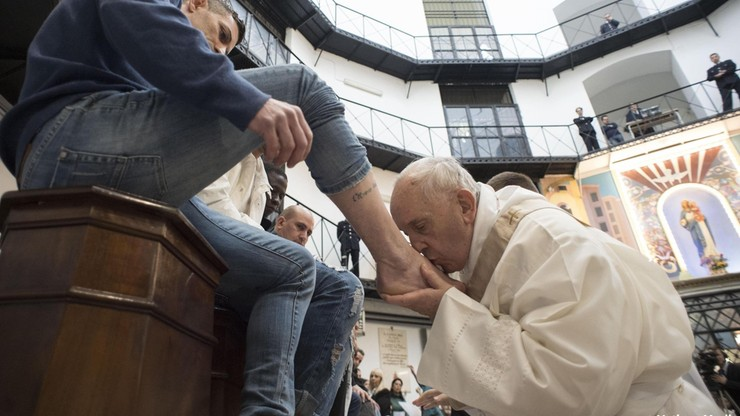 """Papież Franciszek przejdzie operację usunięcia zaćmy. """"Nie widzi się dobrze rzeczywistości"""""""