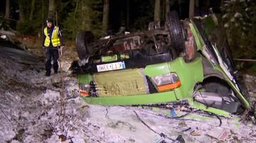 Kilkunastu rannych. Wypadek busa na drodze do Łysej Polany