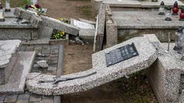 Zarzuty dla podejrzanego o zdewastowanie nagrobków w Skępem