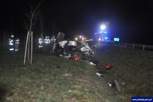 W trakcie zdarzenia mężczyzna wypadł z pojazdu i poniósł śmierć na miejscu