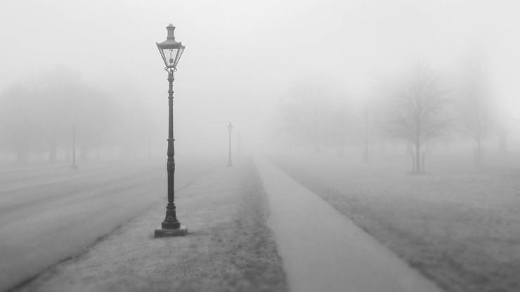 Mgła i marznące opady. IMGW ostrzega