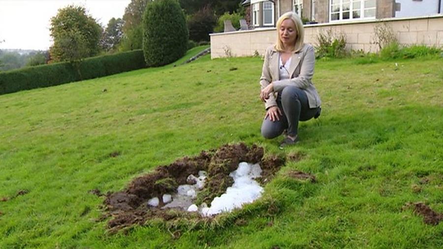 Megakriometeor spadł we wrześniu 2017 roku na trawnik przed domem w Szkocji. Fot. Lyndsey Helliwell.
