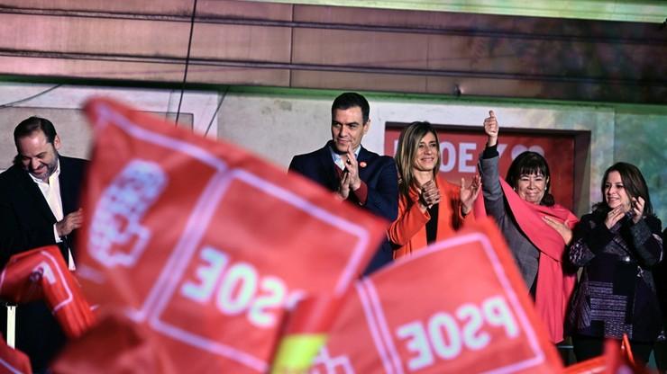 """""""Gorzkie zwycięstwo socjalistów"""". Komentarze po wyborach w Hiszpanii"""
