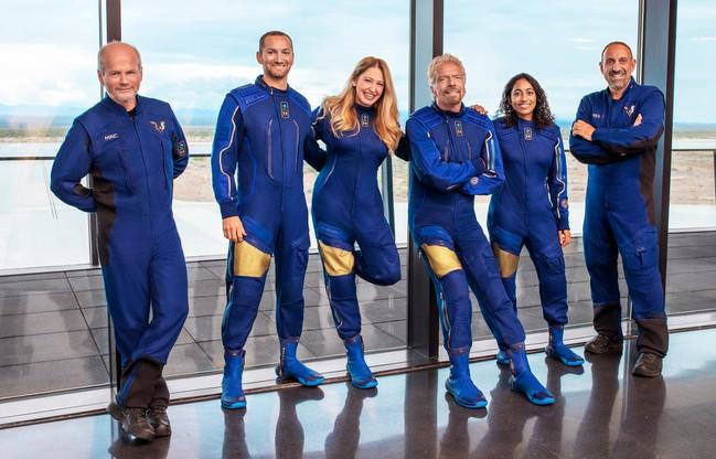 Załoga niedzielnego lotu Virgin Galactic. Od lewej: Dave Mackay, Colin Bennett, Beth Moses, Richard Branson, Sirisha Bandla, Michael Masucci.