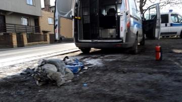 Przewozili bezdomnego do izby wytrzeźwień, zapaliło się na nim ubranie. Prokurator wszczął śledztwo