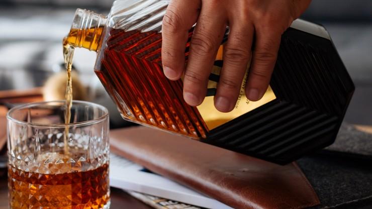 USA. Mike Pompeo miał otrzymać butelkę whisky o wartości 5,8 tys. Trwa dochodzenie