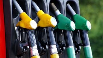 Kierowcy mogą dostać po kieszeni. PiS szykuje nowy podatek wliczony w cenę paliwa