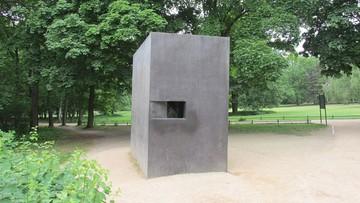 Zdewastowano pomnik pamięci homoseksualnych ofiar nazizmu