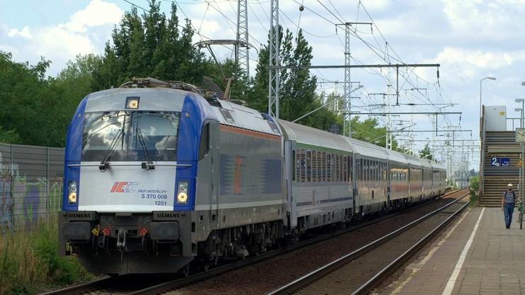 """""""Podróż w czasie"""" z PKP. Podczas zmiany czasu na letni w trasie będzie 18 pociągów"""