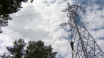 Po nawałnicach nad Polską: ponad 100 tys. osób wciąż nie ma prądu