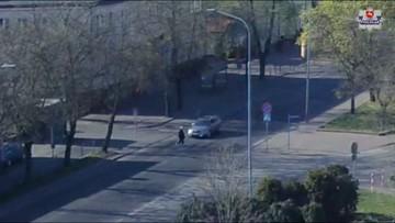 Nietrzeźwy kierowca wjechał w kobietę na pasach. Policja publikuje nagranie