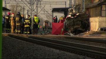 Wielkopolska: pociąg uderzył w karetkę. Dwie osoby nie żyją