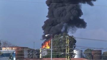 Niebezpieczny pożar w zakładzie naftowym. Spłonęło 250 tys. litrów paliwa