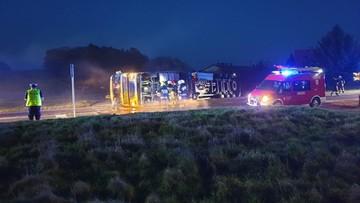Kierowca był pijany. Przewrócił cysternę z paliwem [ZDJĘCIA]