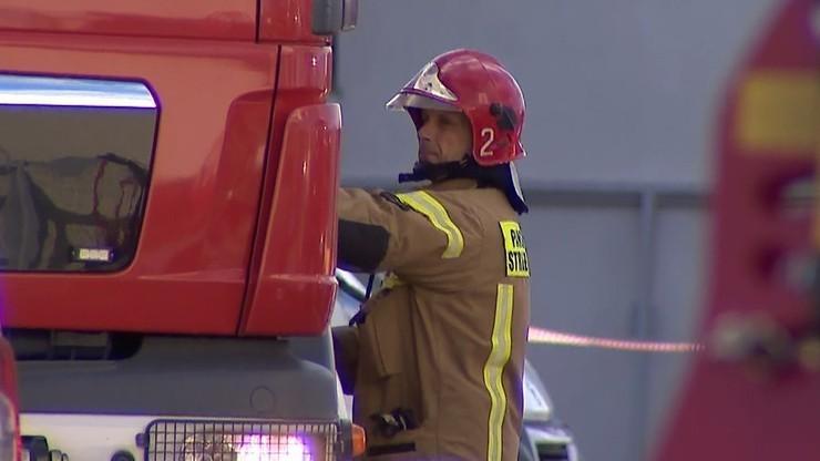 Podczas akcji gaśniczej zaatakowano strażaka